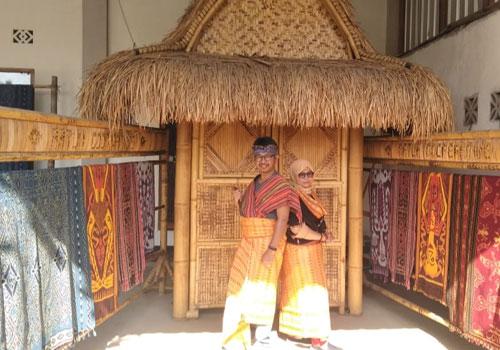 Desa sukarara suku sasak lombok